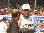 Reserve Umpire SK Tarapore and Indian Captain MS Dhoni