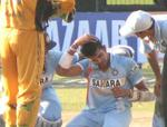 Dhoni hits a shot the ball hits on sreesanth head