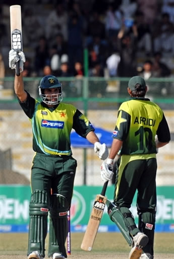 Misbah-ul-Haq celebrates his fifty