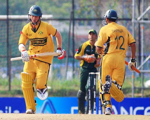 Michael Hill (left) and Kumar Sarna in action against Pakistan