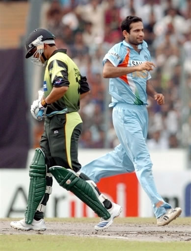 Irfan Pathan celebrates the wicket of Kamran Akmal