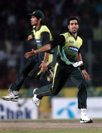 Umar Gul celebrates the wicket of Rohit Sharma