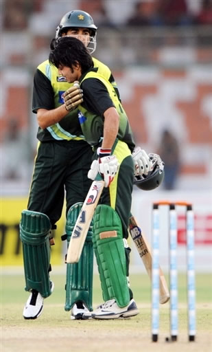 Umar Gul congratulates to Fawad Alam for his fifty