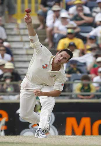Shaun Tait delivers the ball during the third day's play of the third test cricket
