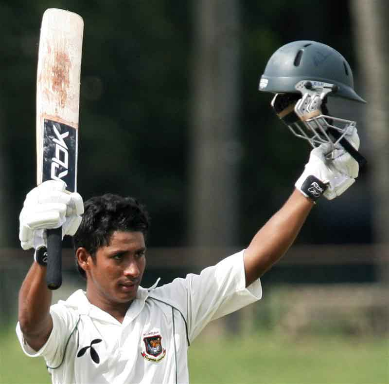 Mohammad Ashraful celebrates his 100 runs against Sri Lanka