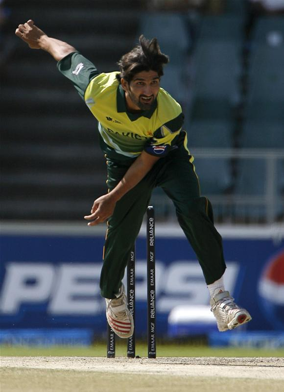 Sohail Tanvir bowls during their ICC World Twenty20