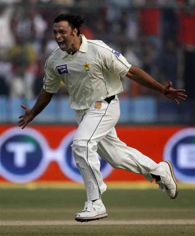 Shoaib Akhtar celebrates after dismissing Rahul Dravid