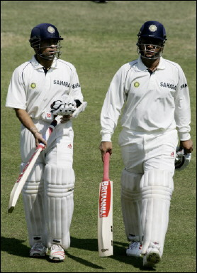Sehwag (R) and Tendulkar (L) walk back at lunch