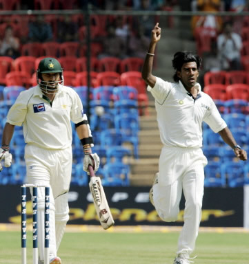 Lakshimipathy Balaji celebrates the first-ball dismissal of Shahid Afridi