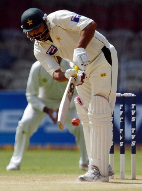 Inzamam misses and is dismissed Leg Before Wicket