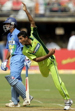 Abdul Razzaq bowls as Rahul Dravid backs-up for a run