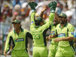 Inzamam-ul-Haq celebrates with teammates