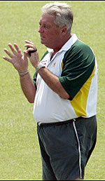 Bob Woolmer talks to the players during practice in Lahore