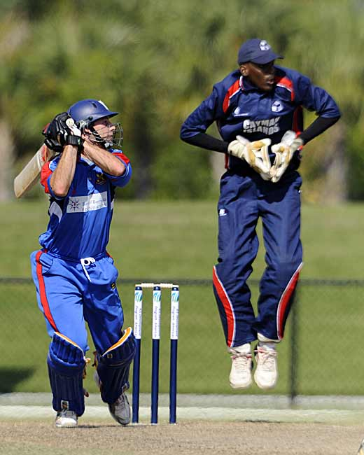 David Hemp shows fine form on day one and carves more runs away on the off-side