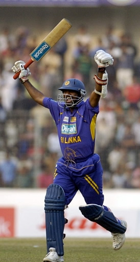 Muralitharan 33 off 16 balls helps Sri Lanka to clinch a thrilling win over Bangladesh in Final
