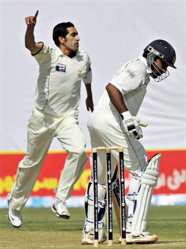 Umar Gul celebrates the wicket of Mahela Jayawardene