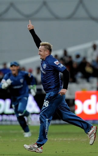 Scott Styris celebrates the wicket of Brad Hodge