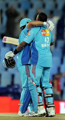 Bravo & Tendulkar celebrate win over Kings XI Punjab
