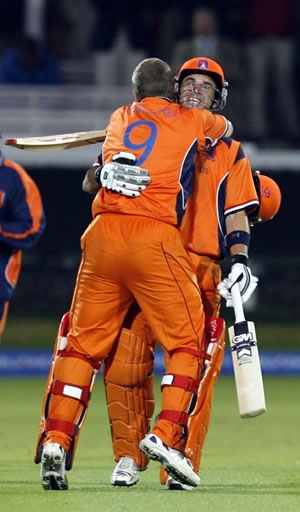 Edgar Schiferli & Ryan ten Doeschate celebrate their stunning win over England