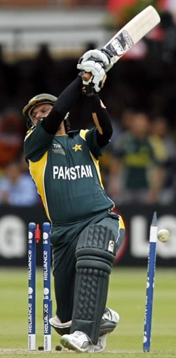 Shahid Afridi is bowled by Nannes