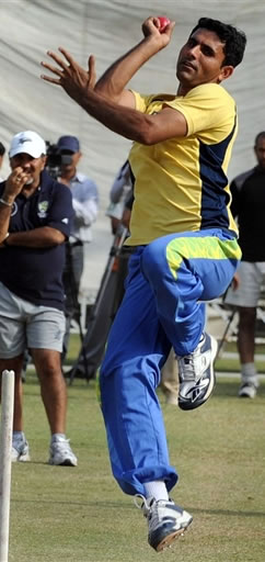 Abdul Razzaq in a practice session