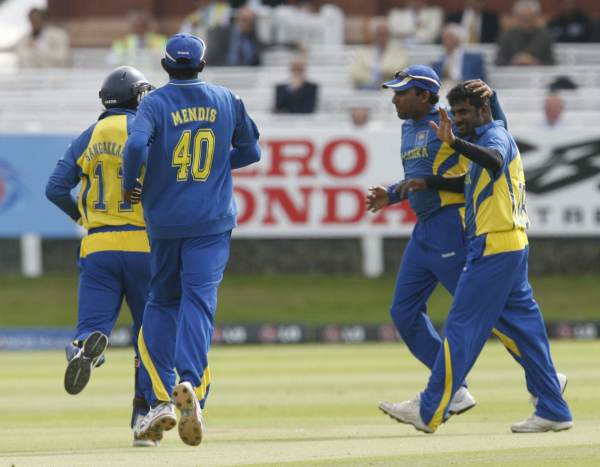 Muralitharan gets a wicket