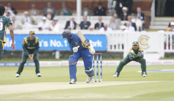 Dilshan plays and misses