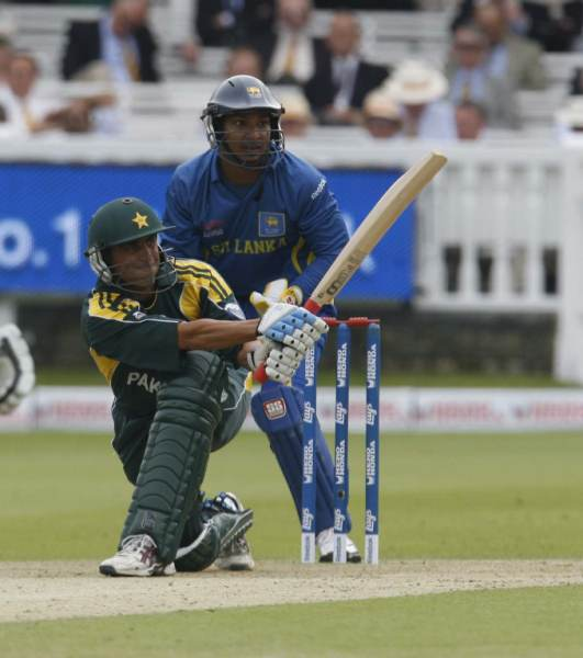Younis Khan enroute to fifty