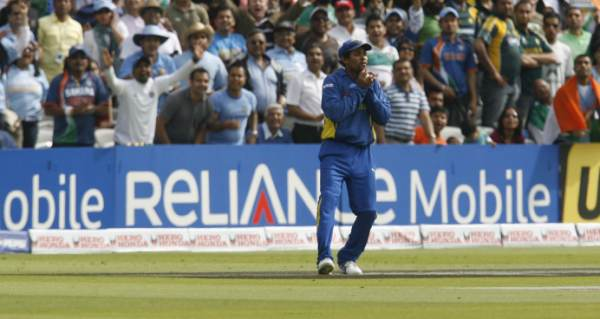 Dilshan takes a catch