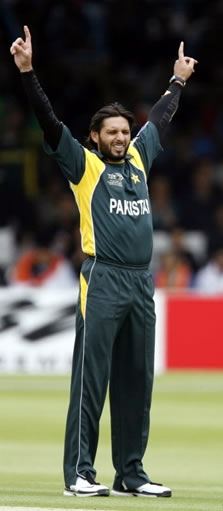 Afridi celebrates the wicket of Jayasuriya