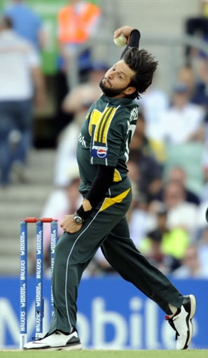 Shahid Afridi about to deliver a ball