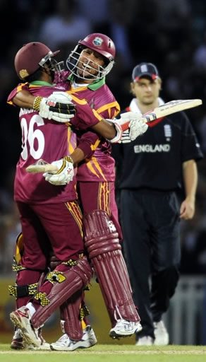 Chanderpaul & Sarwan celebrate victory over England