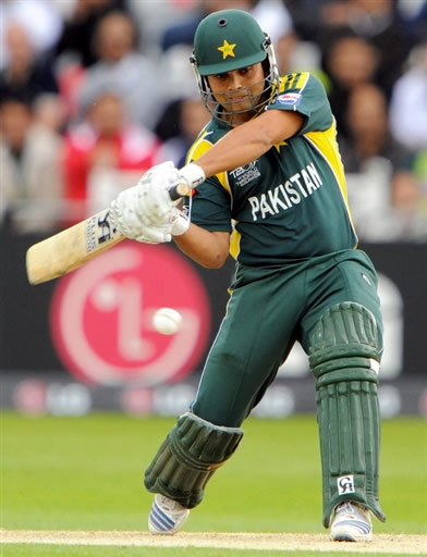 Kamran Akmal hits a four
