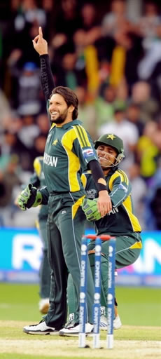 Afridi celebrates the wicket of AB de Villiers
