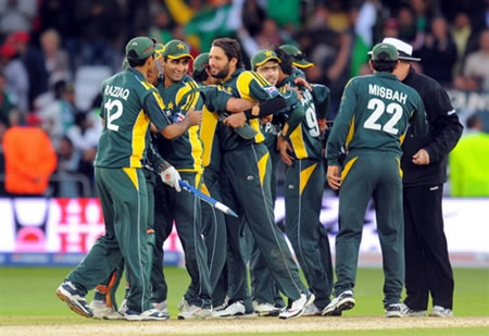 Pakistan players celebrate their victory