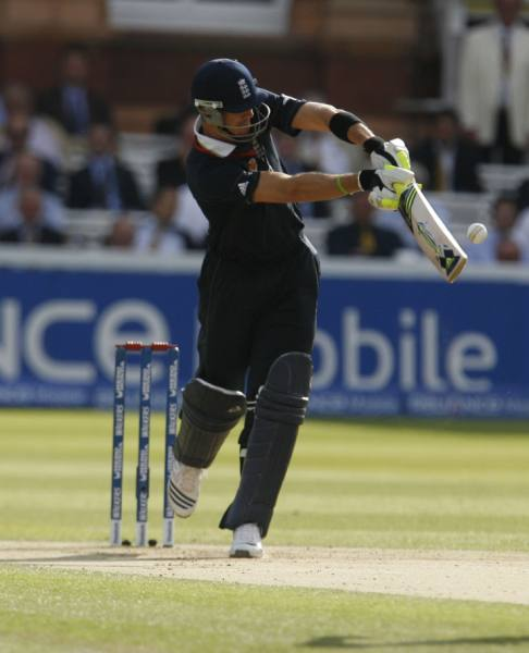 Pietersen gets one to leg side