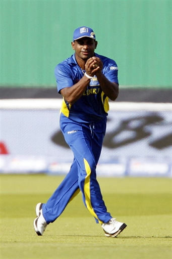 Jayasuriya takes the catch of Shazaib