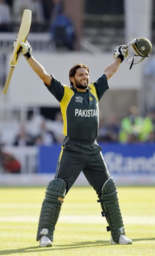 Shahid Afridi celebrates win against Sri Lanka