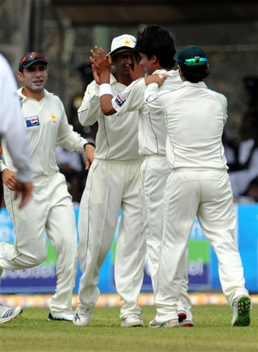 Mohammad Aamer celebrate the wicket of Warnapura