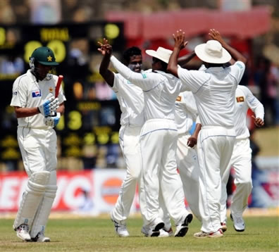 Mathews celebrates the wicket of Younis