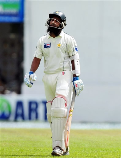 Mohammad Yousuf walks back to pavillion after getting out