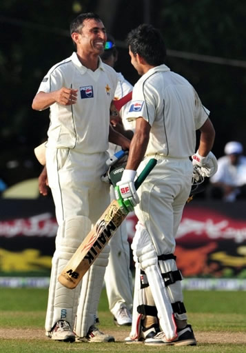 Younis Khan congratulates Fawad Alam for scoring a century on debut