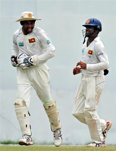 Dilshan celebrates the wicket of Younis