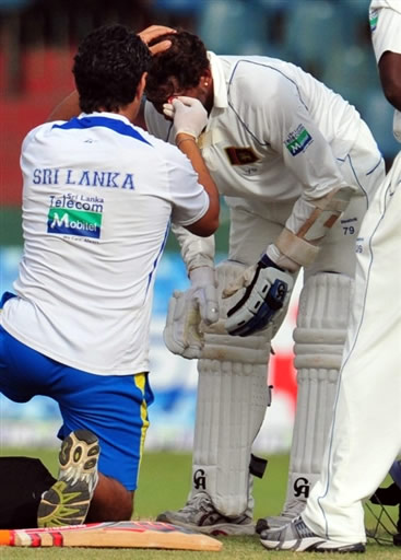 Dilshan hits by a ball on his face as physio giving him assistant