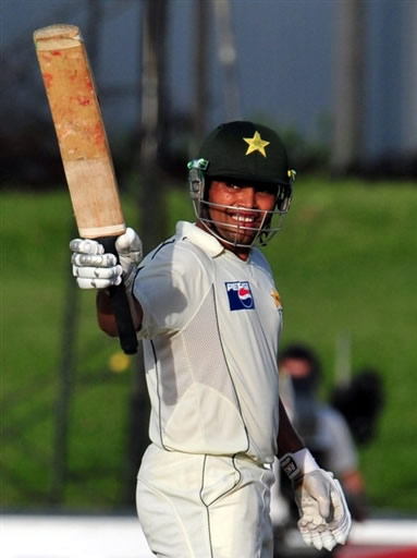 Kamran celebrates his fifty