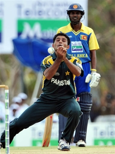 Razzaq drops the catch of Jayasuriya