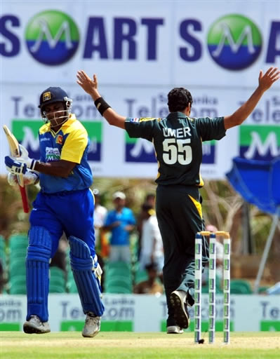 Umar Gul celebrates the wicket of Jayasuriya