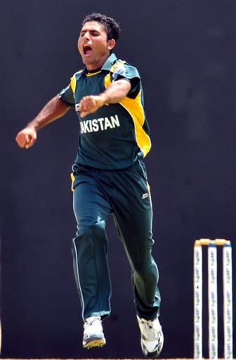 Abdul Razzaq celebrates the wicket Tharanga