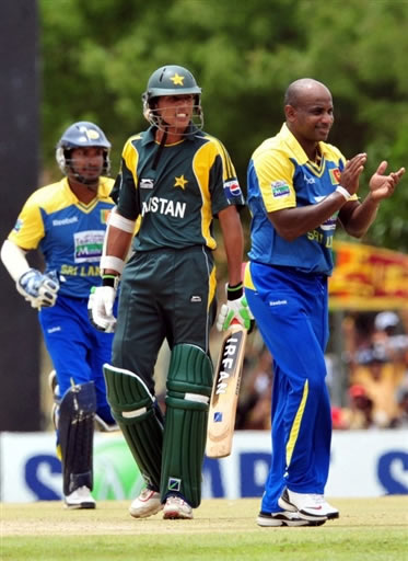 Jayasuriya celebrates the wicket of Abdul Razzaq