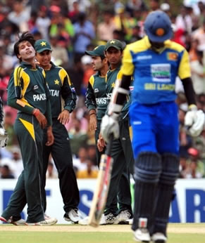 Aamer celebrates the wicket of Tharanga